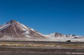 Vulkan und Auto und Schnee
